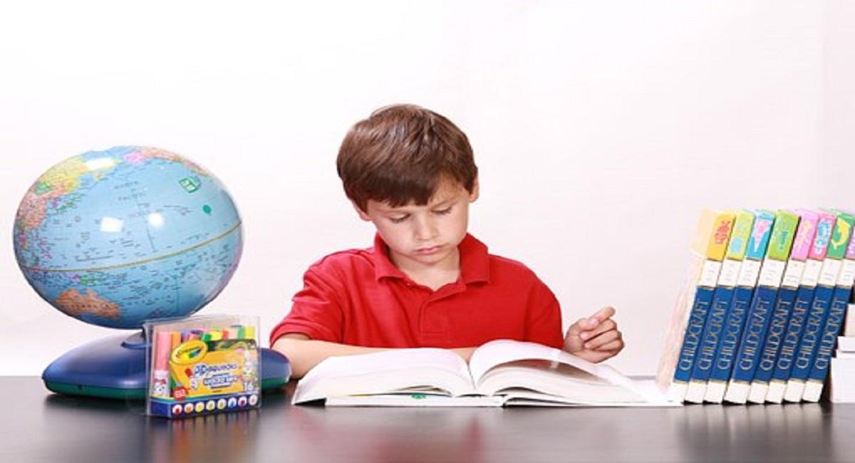 सपने में अध्ययन करना