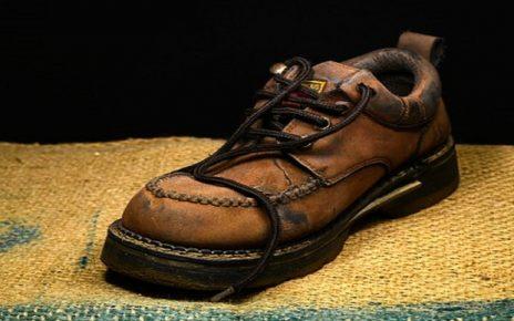 सपने में जूते से पीटना