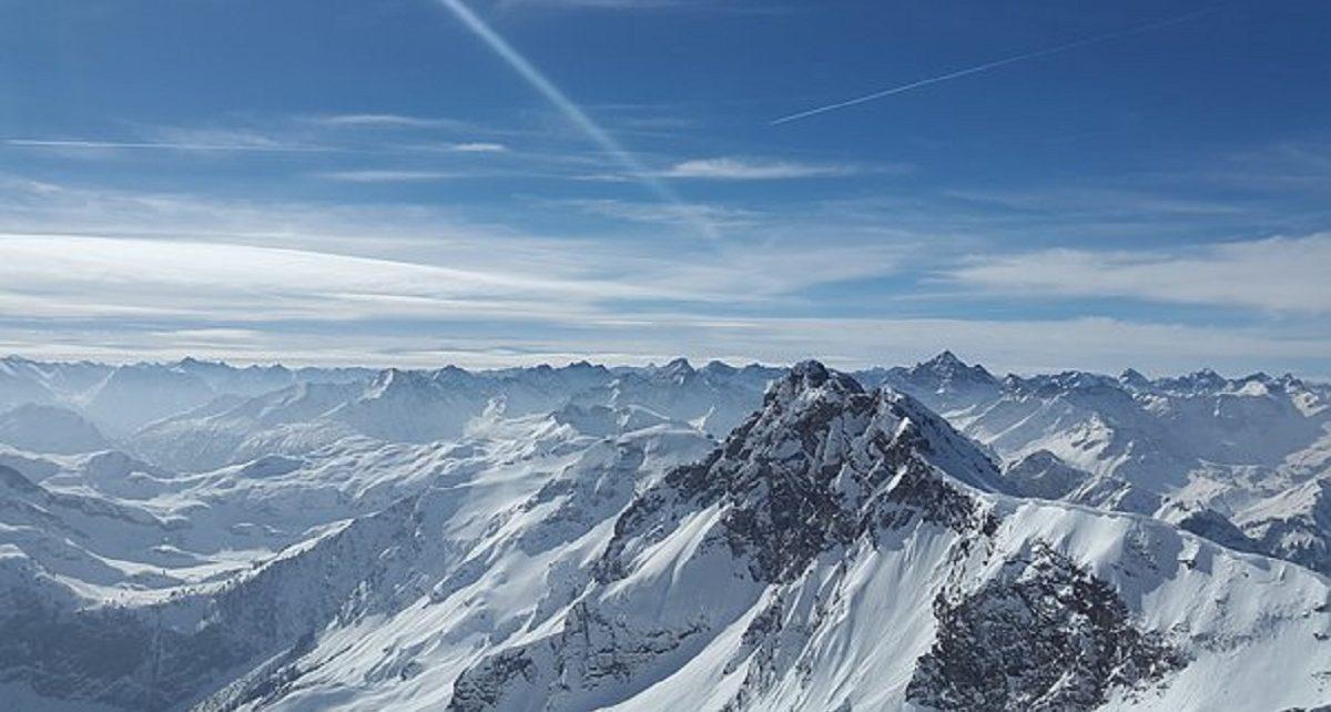 सपने में पहाड़ पर चढ़ना