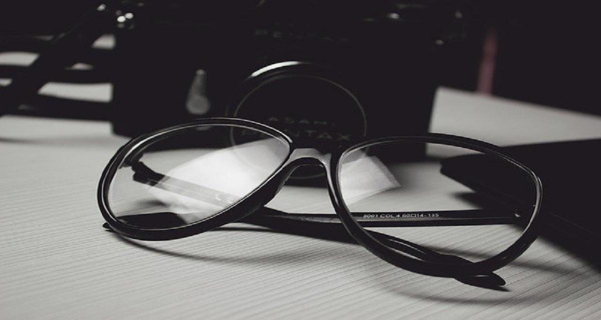 सपने में चश्मा लगाना