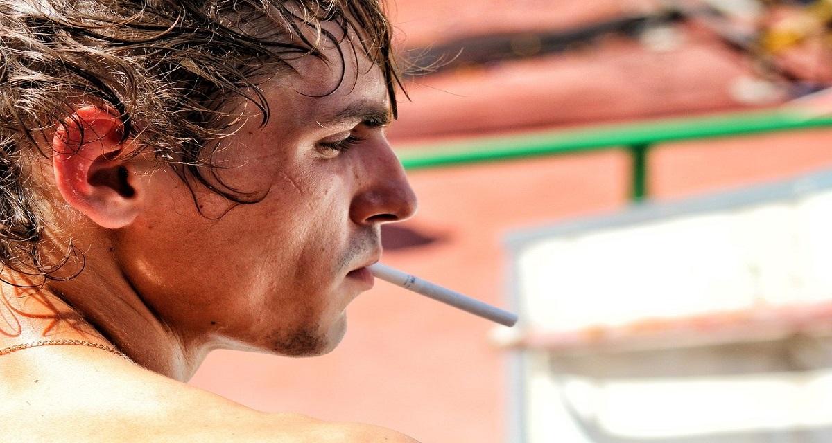 सपने में सिगरेट पीना देखना