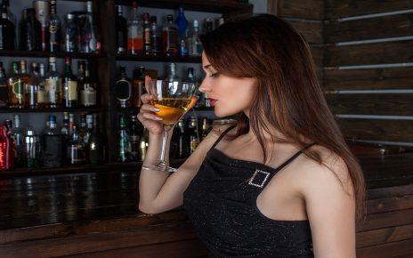 सपने में शराब पीना